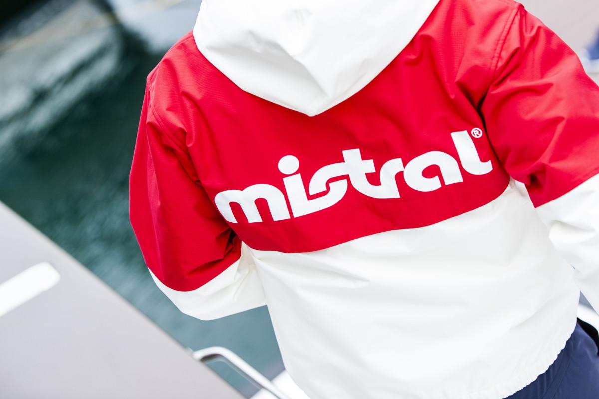 ミストラルメンズコースタルジャケット ホワイト/レッド バックスタイル