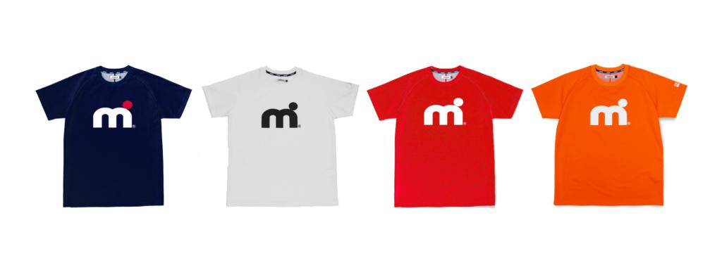 ウォータースポーツブランドミストラルの男女兼用ユニセックスハイドロフォビックドライTシャツ(半袖)、ネイビー、ホワイト、レッド、オレンジ。フロントロゴ「mドット」