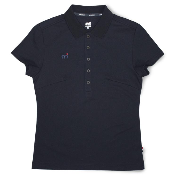 高級感と清潔感を与える表面感、キレイ目な細身シルエット。ウォータースポーツブランドのレディース用吸水速乾(ドライ)ポロシャツ「ミストラル ウィメンズ シーコンフォートポロシャツ ネイビー」フロントデザイン。綿52%、ポリエステル48%。右胸にmドット刺繍ブランドロゴ入り