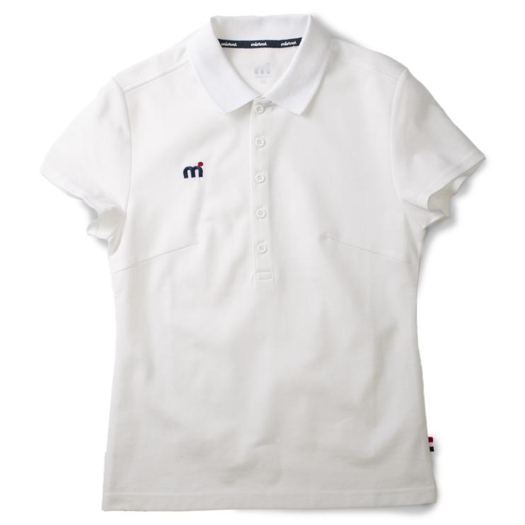 高級感と清潔感を与える表面感。ウォータースポーツブランドのレディース用吸水速乾(ドライ)ポロシャツ「ミストラル ウィメンズ シーコンフォートポロシャツ ホワイト」フロントデザイン(右胸にmドット刺繍ブランドロゴ入り)