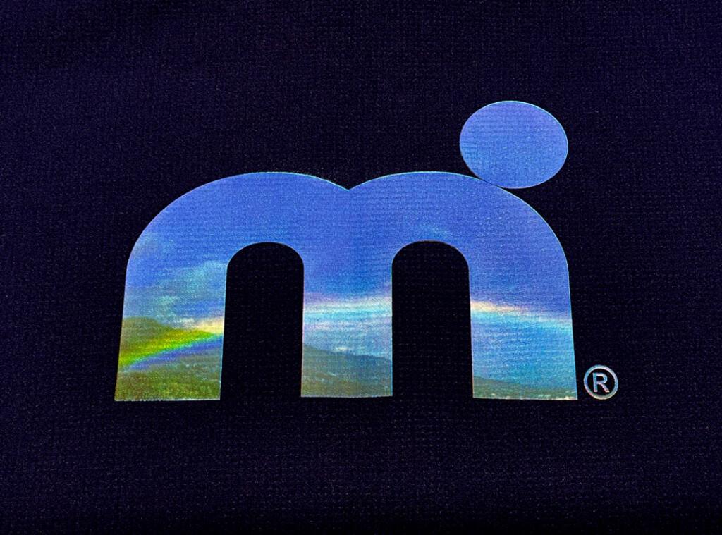 汗べたつき軽減・吸水速乾・UVカット素材 ミストラル機能スポーツTシャツ「HP-DRY(ハイドロフォビックドライ)半袖Tシャツ エムドットスカイ」ネイビーグラフィック
